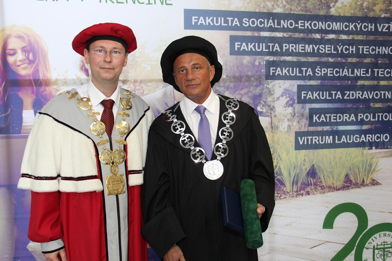 Udelenie čestného titulu DOCTOR HONORIS CAUSA dekanovi FVT